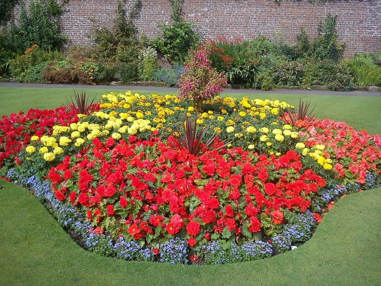 25 beautiful flower bed design ideas for stunning front yard